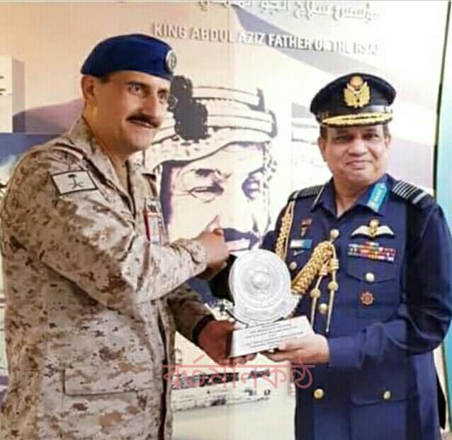 সৌদি বিমান বাহিনী প্রধানের সাথে বাংলাদেশ বিমান বাহিনী প্রধানের সাক্ষাৎ